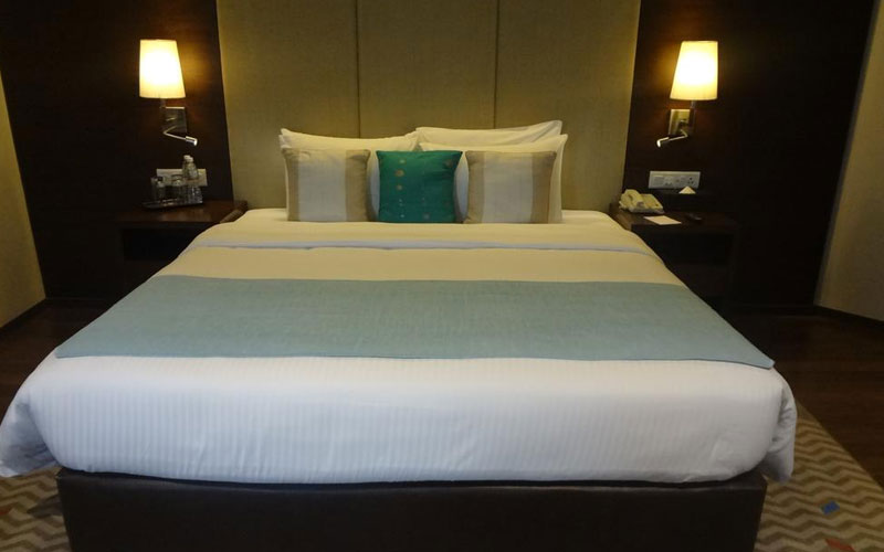 The elegant rooms feature modern décor and marble flooring. Each room is equipped with a safety deposit box and tea/coffee maker. Bathrobes and slippers are also provided.